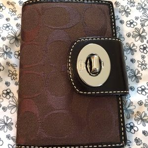 Coach Turnlock Signature Medium Wallet